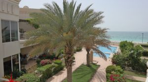 Jumeirah Beach Villa I Direct Beach Access I 4BR + Maids